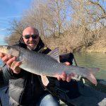 Riesen Barbe im Winter gefangen mit Angler