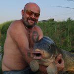 riesen Schuppenkarpfen gefangen im fishing camp serravalle